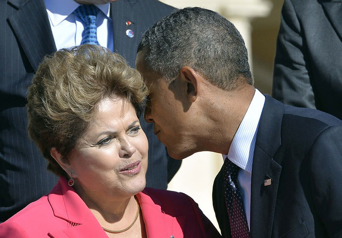 US President Barack Obama (R) kisses hello Brazil's President Dilma Rousseff as they arrive for the family photo during the G20 summit on September 6, 2013 in Saint Petersburg.(AFP Photo / Jewel Samad)