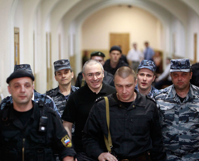 Jailed Russian businessman Mikhail Khodorkovsky (C) is escorted to court in Moscow June 2, 2011.(Reuters / Sergei Karpukhin)