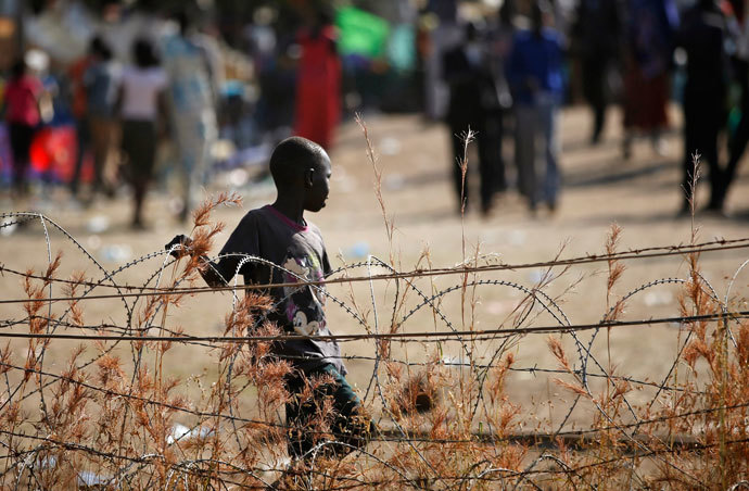An internally displaced boy walks next to barbed wire inside a United Nations Missions in Sudan (UNMIS) compound in Juba December 19, 2013.(Reuters / Goran Tomasevic)