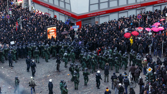 Overview shows German police as they block protesters on a cross road following clashes in front of the 'Rote Flora' cultural centre during a demonstration in Hamburg, December 21, 2013.(Reuters / Morris Mac Matzen)