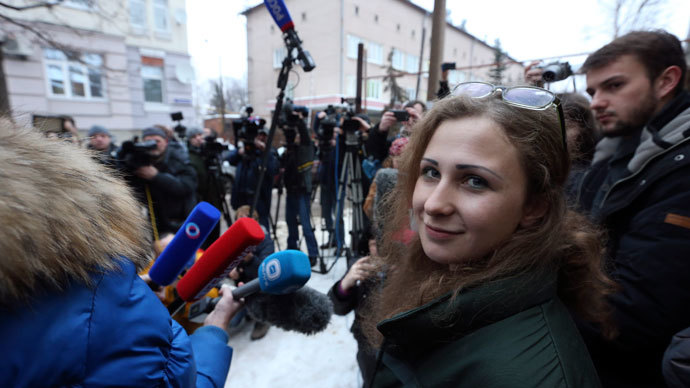Maria Alyokhina (L), member of Russian punk band Pussy Riot, speaks to the media after her release from a penal colony in Nizhny Novgorod December 23, 2013.(Reuters / Sergei Karpukhin)