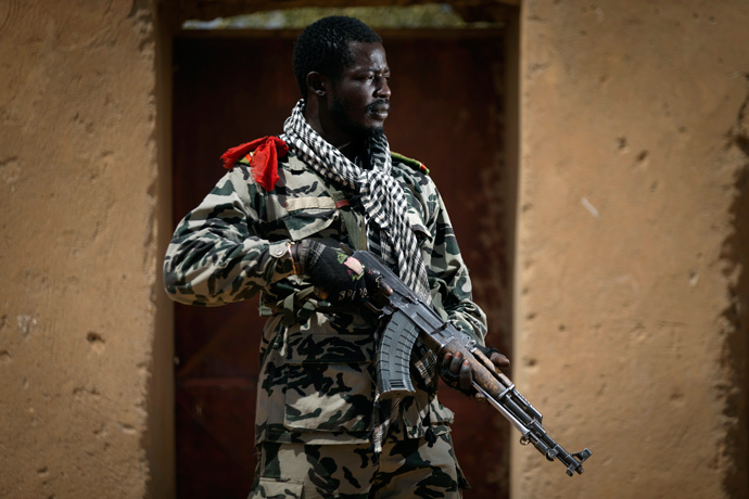 Malian army paratrooper Ousmane Sangare, aged 26, holds an AK-47 assault rifle in Gao north of Bamako (AFP Photo / Joel Saget)