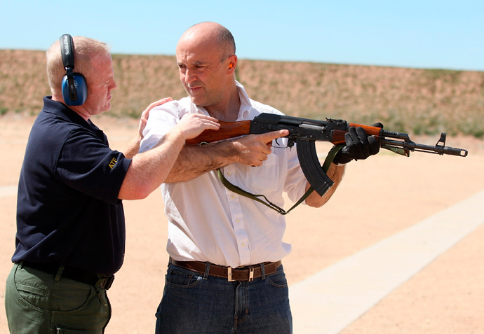 Bureau of Alcohol Tobacco and Firearms (ATF) agent Tom Mangan (L) explains how an AK47 is fired to Reuters correspondent Tim Gaynor during a demonstration of the firepower of weapons commonly used by criminals along the U.S.-Mexican border at the Ben Avery Shooting Range in Phoenix, Arizona, March 10, 2008. (Reuters / Rick Scuteri)