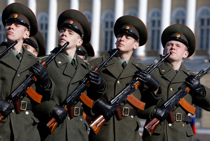 Russian soldiers march during a rehearsal for a May 9 victory parade in Dvortsovaya Square in St.Petersburg April 22, 2009. (Reuters / Alexander Demianchuk)