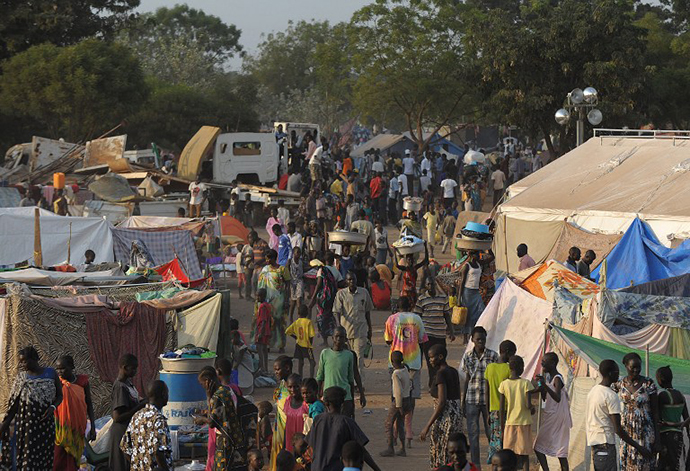 People gather at a makeshift IDP camp at the United Nations Mission in South Sudan (UNMISS) compound in Juba on December 22, 2013 where South Sudanese continue to flock as fears of a resumption of fighting in the capital fester. (AFP Photo / Tony Karumba)