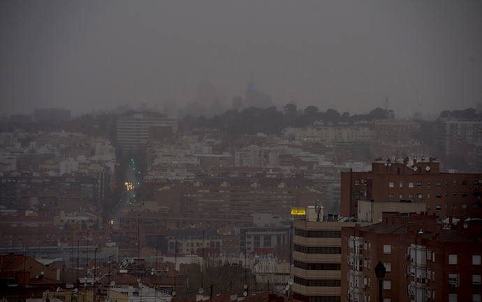 A grey sky is seen over Madrid on December 24, 2013. (AFP Photo / Pierre-Philippe Marcou)