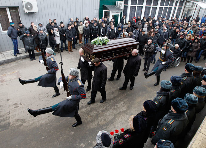 Pallbearers carry the coffin during the funeral honors of Russian police senior sergeant Dmitry Makovkin who was killed by a suicide bomb blast in the city main railway station in Volgograd January 2, 2014.(Reuters / Vasily Fedosenko)