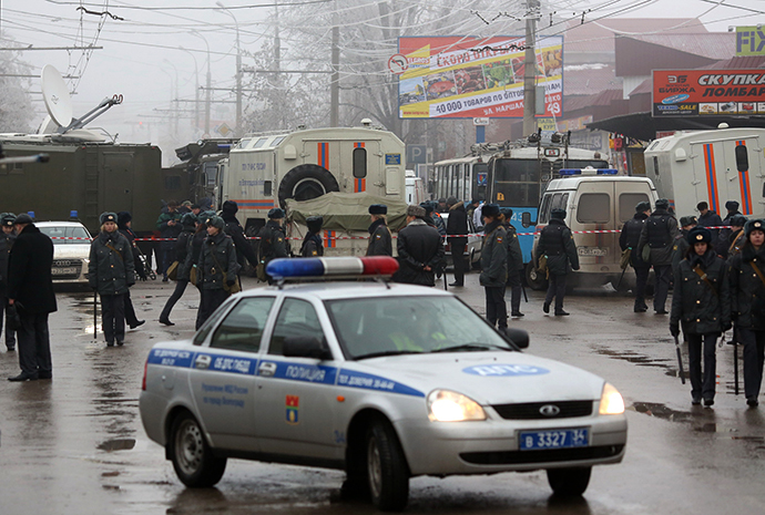 Agents of law enforcement and operative services work at the site of an explosion on a trolleybus near Kachinsky Market in Volgograd. (RIA Novosti / Kirill Braga)