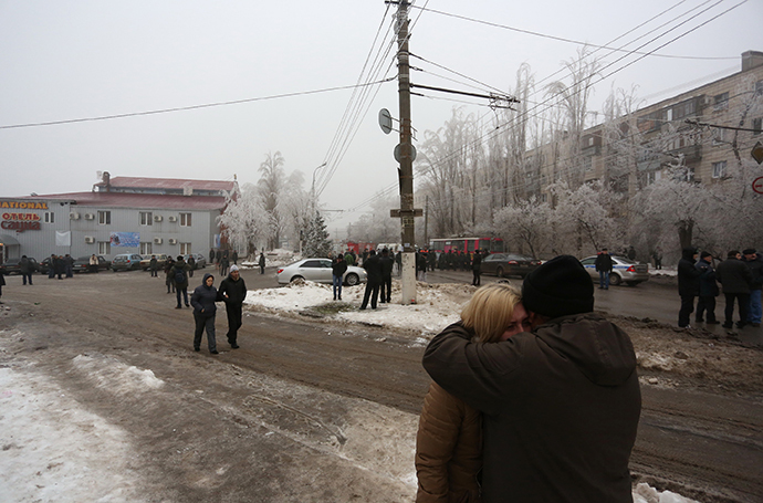 Volgograd residents in the Dzerzhinsky district, where an explosion went off on a trolleybus. (RIA Novosti / Kirill Braga)