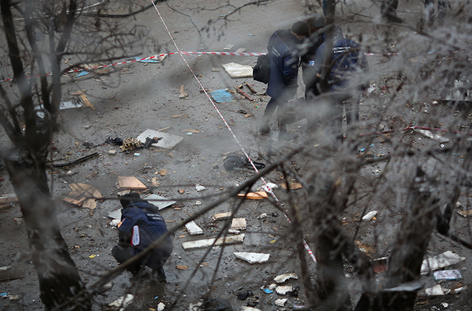 Agents of the Investigative Committee work at the site of an explosion on a trolleybus near Kachinsky Market in Volgograd. (RIA Novosti / Kirill Braga)