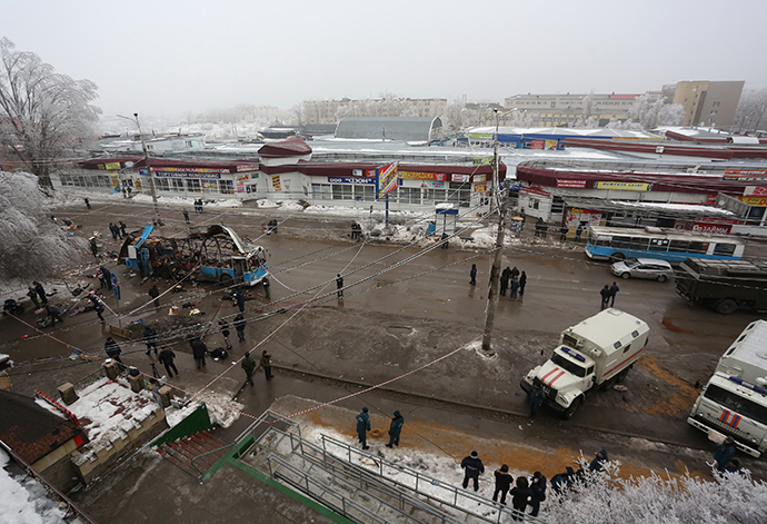 Agents of law enforcement and operative services work at the site of an explosion on a trolleybus near Kachinsky Market in Volgograd (RIA Novosti)