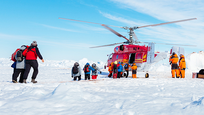 This image taken by expedition doctor Andrew Peacock of www.footloosefotography.com on January 2, 2014 shows a helicopter from the nearby Chinese icebreaker Xue Long picking up the first batch of passengers from the stranded Russian ship MV Akademik Shokalskiy as rescue operations take place after over a week of being trapped in the ice off Antarctica. (AFP Photo)