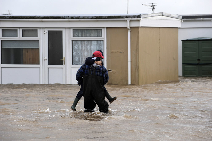 Holiday chalets at Carmarthen Bay Holiday Park are surrounded by flood water caused by high tides in Kidwelly, West Wales, January 3, 2014. (Reuters/Rebecca Naden)