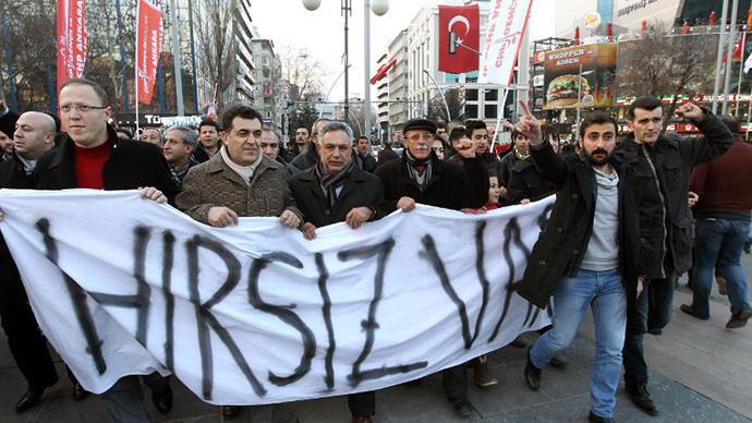 350 officers hit in Turkey police crackdown amid political crisis