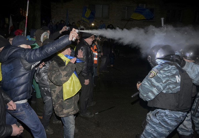 An opposition activist attacks riot police during a rally near a court in Kiev January 10, 2014. (Reuters/Maks Levin)