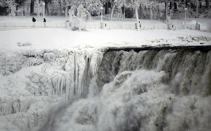 The U.S. side of the Niagara Falls is pictured in Ontario, January 8, 2014. (Reuters / Aaron Harris)