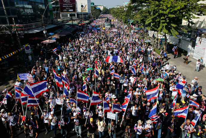 Anti-government protesters march in central Bangkok January 13, 2014. (Reuters / Nir Elias)