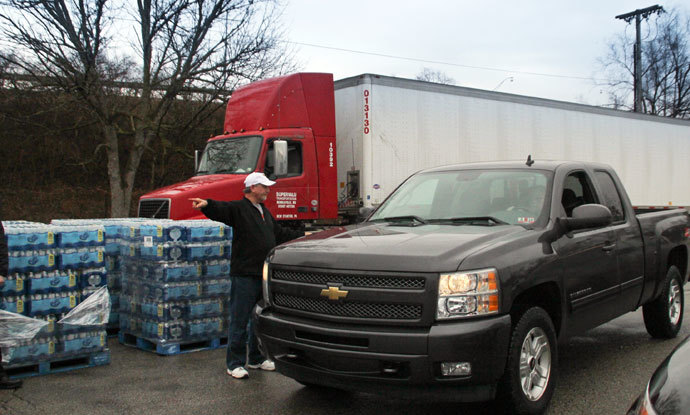 Water is distributed to residents at the South Charleston Community Center in Charleston, West Virginia, January 10, 2014.(Reuters / Lisa Hechesky)