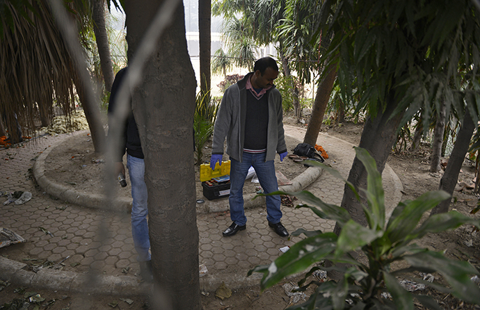 A forensic official examines a spot where a Danish woman alleged she was robbed and gang-raped, in New Delhi January 15, 2014. (Reuters)