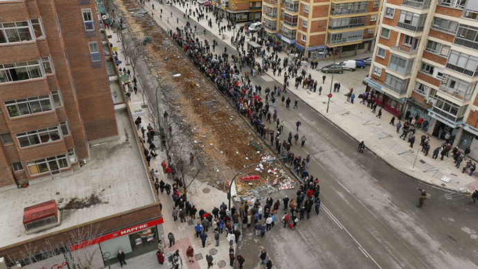 Demonstrators block Vitoria street during a protest against imminent construction works to revamp Vitoria street, the city's main thorough-fare, in Burgos on January 13, 2014. (AFP Photo / Cesar Manso)