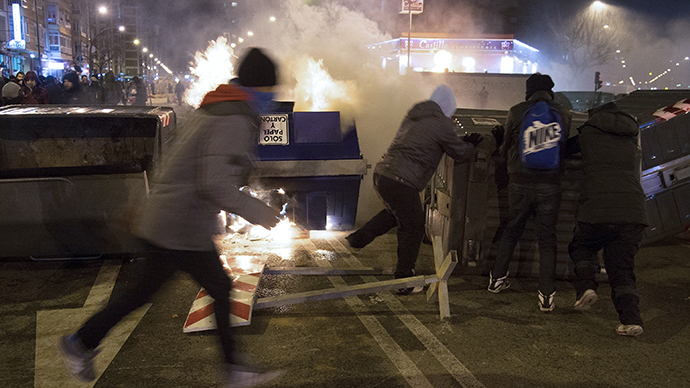 Protesters stand near a burning garbage container during a demonstration against construction plans to turn the Vitoria main avenue into a boulevard in Burgos January 13, 2014. (Reuters / Ricardo Ordonez)