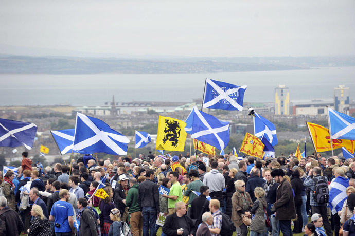 Pro-independence supporters wave the Saltire as they gather in Edinburgh on September 21, 2013 for a march and rally in support of a yes vote in the Scottish Referendum to be held in September 2014. (AFP Photo)