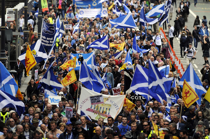 Pro-independence supporters march in Edinburgh on September 21, 2013 for a march and rally in support of a yes vote in the Scottish Referendum to be held on September 18, 2014. (AFP Photo)