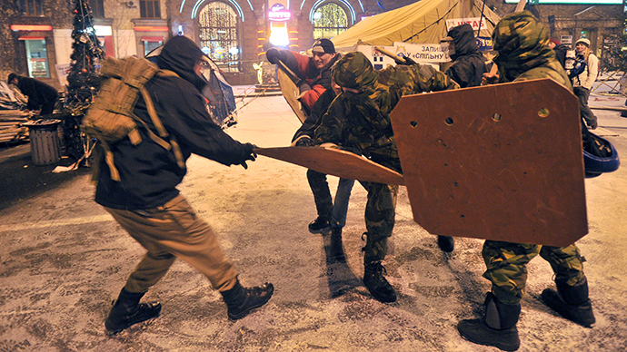Ukrainian protesters set up catapult to fire at police (PHOTO, VIDEO)
