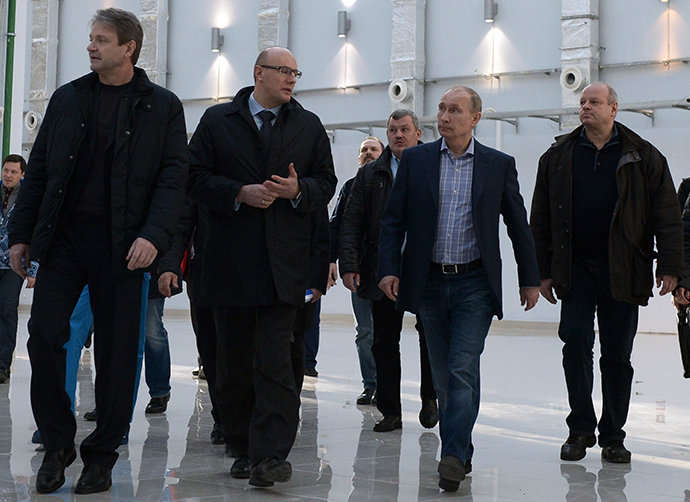 Russian President Vladimir Putin, center, visits the Media Center of the Sochi 2014 Winter Olympic Games, January 4, 2014. (RIA Novosti / Aleksey Nikolskyi)