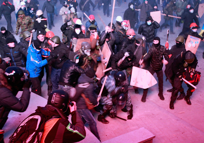 Pro-European integration protesters clash with Ukranian riot police during a rally near government administration buildings in Kiev January 19, 2014. (Reuters / Gleb Garanich)