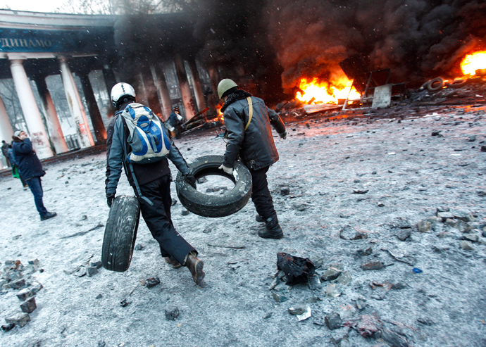 Riot policemen during clashes with protesters outside Dynamo stadium in Kiev. (RIA Novosti / Andrey Stenin)