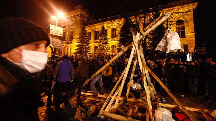 Pro-European integration protesters build a catapult to throw stones during clashes with police in Kiev January 20, 2014. (Reuters / Vasily Fedosenko)