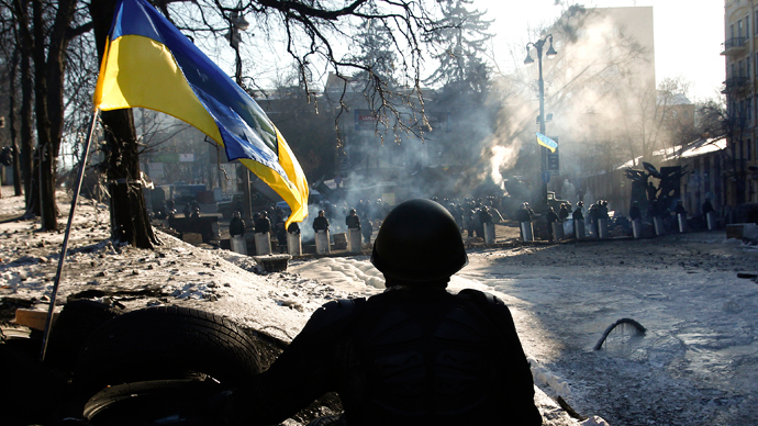 Combat zone Kiev: Police move to force rioters off streets (PHOTOS)