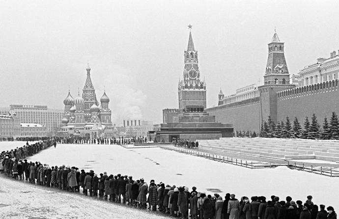Fifty five years since the death of Russian and Soviet political leader and statesman Vladimir Lenin (1870-1924). A line to the Mausoleum on Red Square in Moscow.A line to the Mausoleum on Red Square in Moscow on January 22, 1979 (RIA Novosti / Boris Kaufman)
