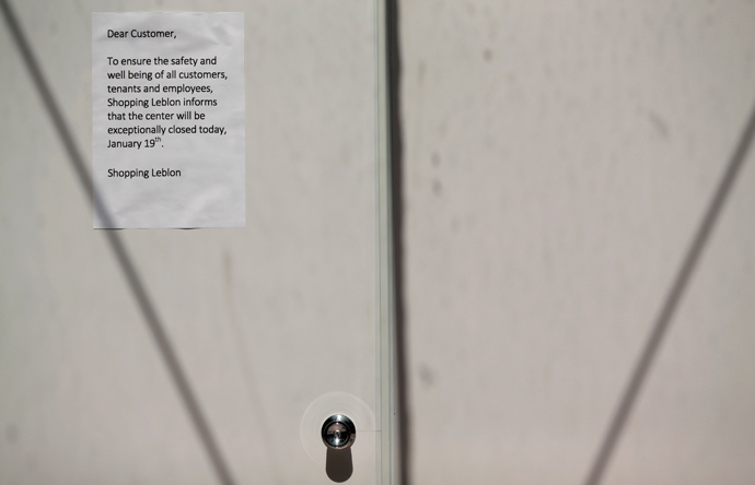 "A notice to patrons of the Shopping Leblon mall is seen posted to one of its doors during a ""Rolezinho"" movement in Rio de Janeiro January 19, 2014 (Reuters / Ricardo Moraes)"