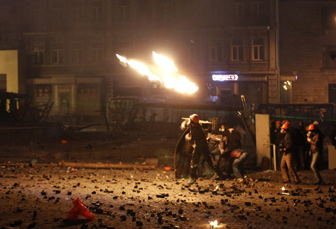 Rioters throw petrol bombs during clashes with Ukranian riot police in Kiev January 20, 2014. (Reuters/Vasily Fedosenko)