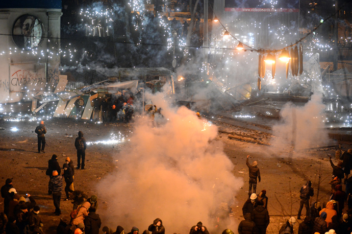 A smoke grenade explodes duringclashes between police and protesters in central Kiev on January 20, 2014. (AFP Photo / Vasily Maximov)