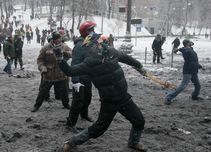 Pro-European protesters throw stones during clashes with riot police in Kiev January 22, 2014 (Reuters/Gleb Garanich)