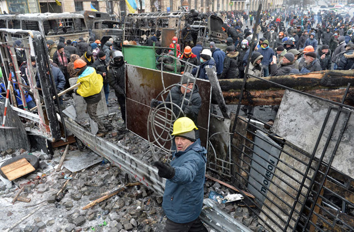 Protesters believe the barricades will protect those rallying on Independence Square if police are ordered to forcefully end the rally. (AFP Photo / Sergei Supinsky)