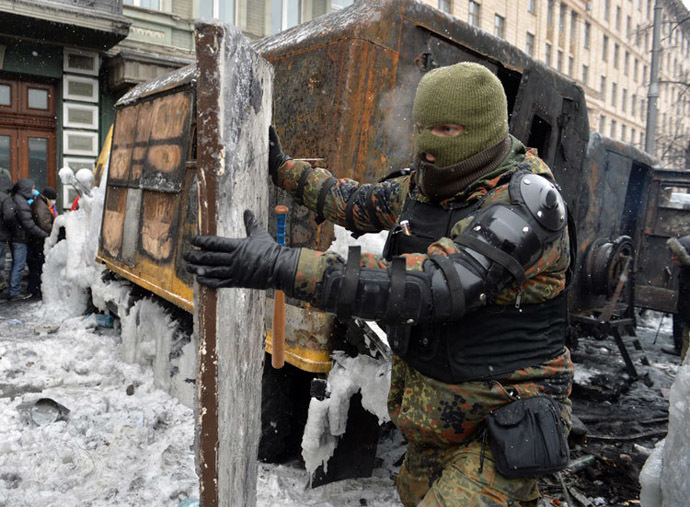 Among the protesters are hundreds of masked, well-equipped people, many of whom have been seen taking part in violent clashes with police. (AFP Photo / Sergei Supinsky)