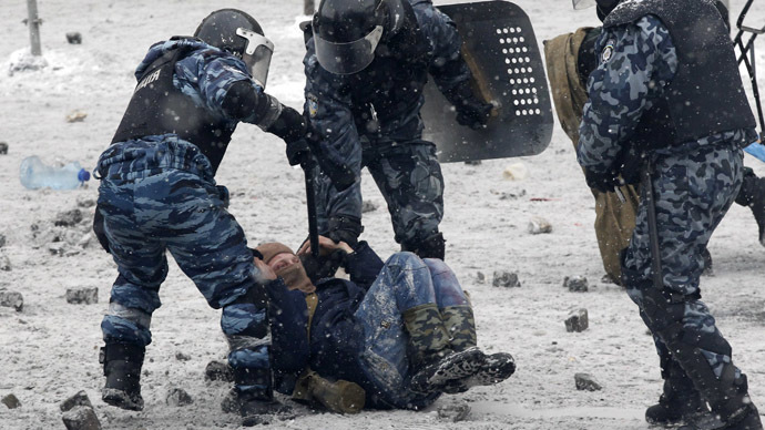 Ukrainian officers may face 'criminal liability' for abusing naked rioter (VIDEO)