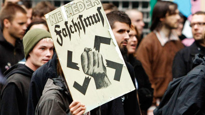 Stockholm: Injuries as neo-Nazi march provokes clash with anti-fascists, police