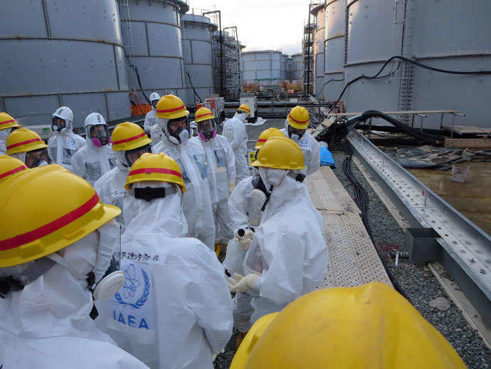 This handout picture taken by Tokyo Electric Power Co. (TEPCO) on November 27, 2013 shows review mission members of the International Atomic Energy Agency (IAEA), led by Juan Carlos Lentijo, inspecting a spent fuel pool at the crippled Tokyo Electric Power CO.(AFP Photo / TEPCO)