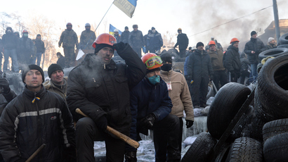 Police officer killed, two others captured as violence resumes in Kiev