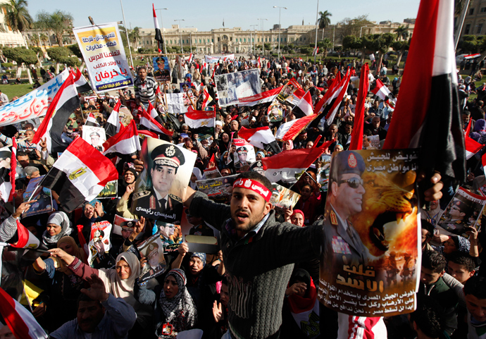 Supporters of Egypt's army chief General Abdel Fattah al-Sisi hold posters of Sisi and wave flags in front of Abdeen Presidential Palace in downtown Cairo, January 24, 2014 (Reuters / Mohamed Abd El Ghany)