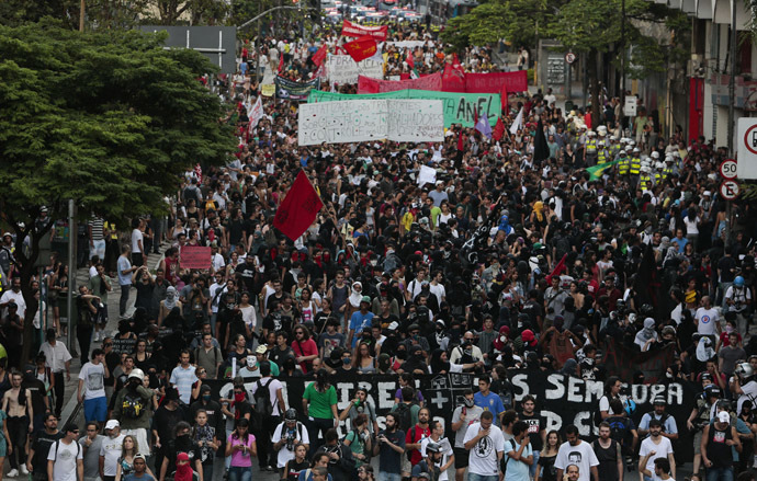 "People take part in the ""Nao Vai Ter Copa"" (You are not going to have Cup) protest along Brigadeiro Luis Antonio Avenue, in Sao Paulo, Brazil, on January 25, 2014. (AFP Photo/Miguel Schincariol)"