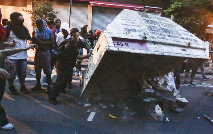 "Demonstrators put a garbage container upside down during the ""Nao Vai Ter Copa"" (You are not going to have Cup) protest along Consolacao Street, in Sao Paulo, Brazil, on January 25, 2014. (AFP Photo/Miguel Schincariol)"