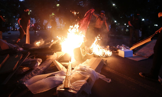 "Demonstrators light a fire during the ""Nao Vai Ter Copa"" (You are not going to have Cup) protest along Consolacao Street, in Sao Paulo, Brazil, on January 25, 2014. (AFP Photo/Miguel Schincariol)"