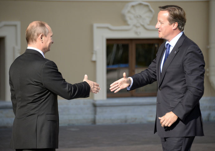Russia's President Vladimir Putin (L) welocmes British Prime Minister David Cameron during the G20 summit on September 5, 2013 in Saint Petersburg.(AFP Photo / Alexander Nemenov)