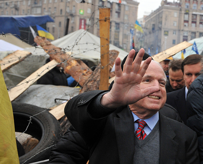 US Senator John McCain greets protestors as he visits Independence Square in Kiev during a mass rally by the opposition on December 15, 2013. (AFP Photo / Yuriy Dyachyshyn)